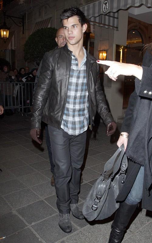 Taylor Lautner ( Twilight) 100