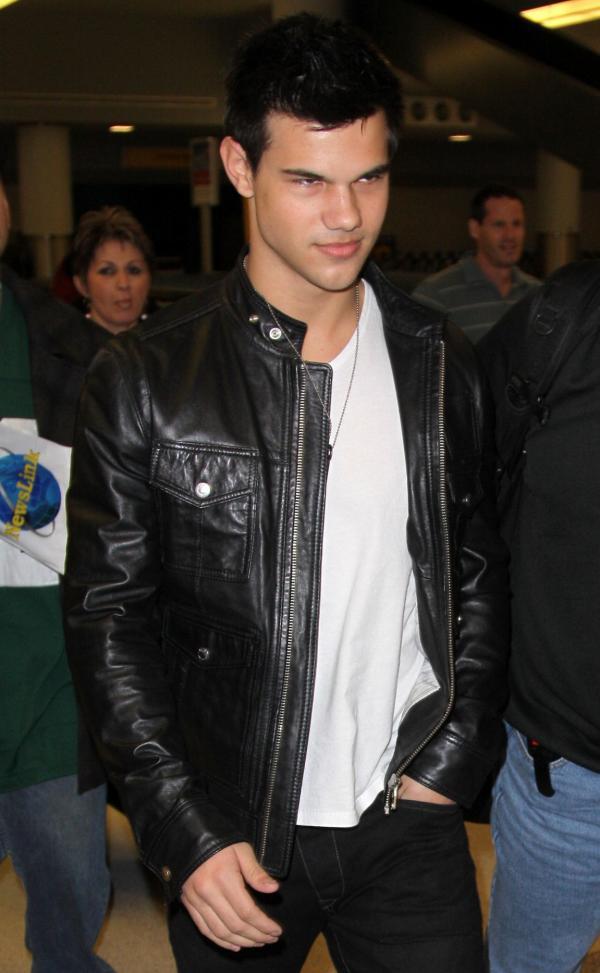 Taylor Lautner ( Twilight) Taylor-lautner-new-york-landing%20%283%29